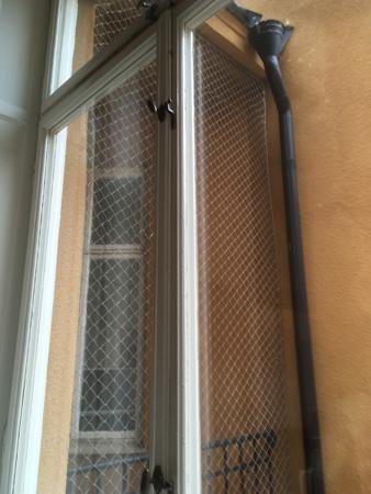 Fönster med galler