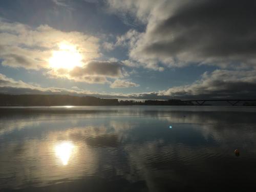 Novembersol i vattnet
