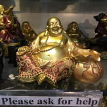 Buddha och jag behöver hjälp med våra magar.