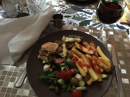 Kalkonfilé med pommes grönsaker sås vitlökssmör