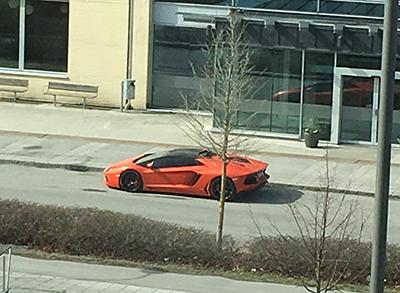 Orange Lotus... Fast nån sa att det är en Lamborghini...