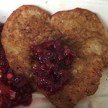 Raggmunkshjärta med lingonsylt