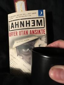Boken Offer utan ansikte och kaffe på sängen