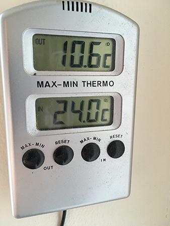 Termometer 10 komma 6 utomhus 24 inne