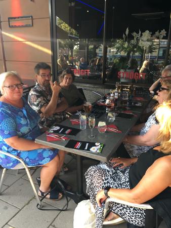 Middag med fr v Inna Antti Fem Anna Maria och Mia