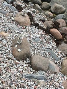 Stenar på stranden i Visby