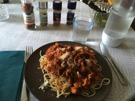 Annas pasta med kycklingfärssås